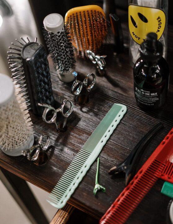 straight razor shave in kenosha, charlie johns hair parlor, shave in kenosha